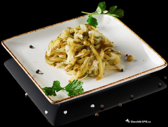 салат с маринованными огурчиками